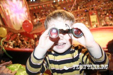 Ребенок в цирке